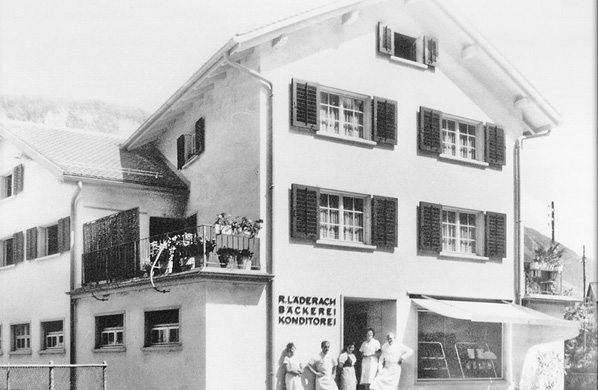 """Room 1.1: How it all started Welcome to the Factory Tour! Elias Läderach, the """"World Chocolate Master"""", takes you on a little journey back to the beginnings of Ruedi Läderach's small confectionery in Glarus. Three generations ago the history of Läderach chocolate began there"""